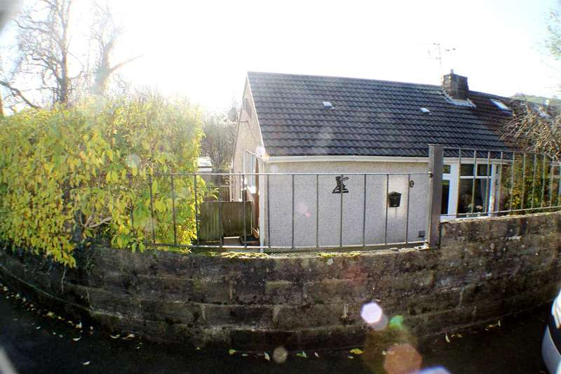 3 Bedrooms Bungalow for sale in Heol Glannant, Tonypandy