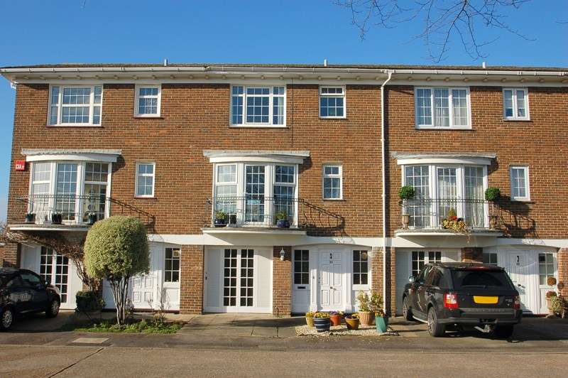 4 Bedrooms Town House for sale in Little Green, Alverstoke, Gosport