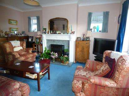 3 Bedrooms Link Detached House for sale in Cowplain, Waterlooville, Hampshire