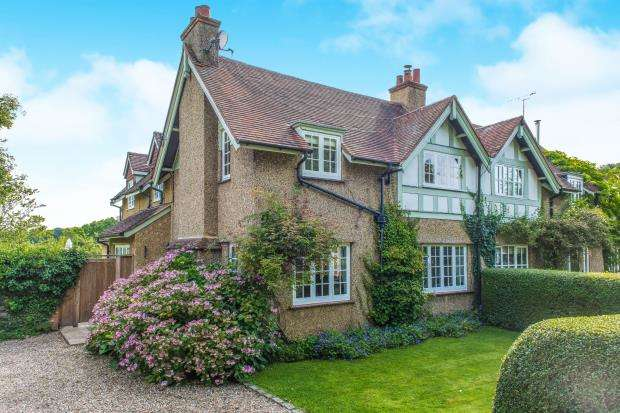 3 Bedrooms Semi Detached House for sale in West Horsley, Surrey