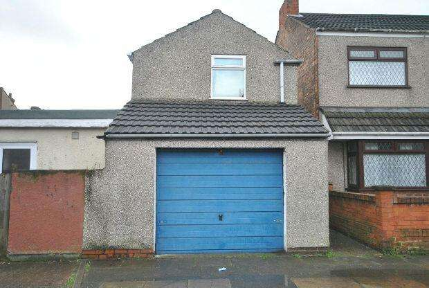 End Of Terrace House for sale in Johnson Street, CLEETHORPES