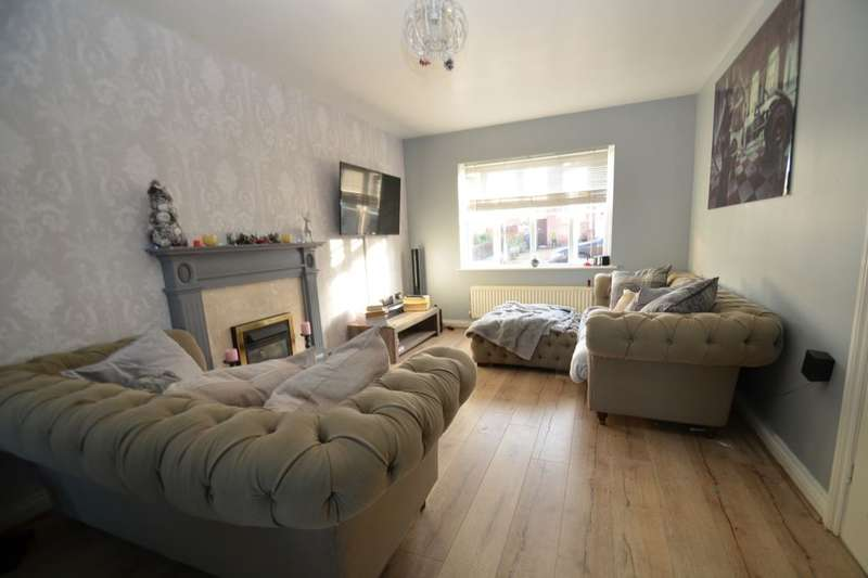 4 Bedrooms Detached House for sale in Farndish Close, Rushden, NN10