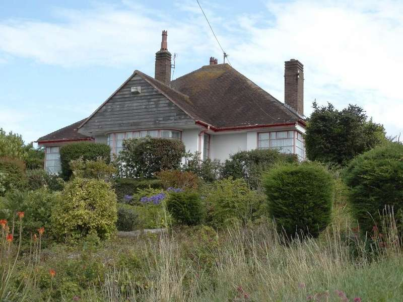3 Bedrooms Detached House for sale in 90 Tan Y Bryn Road, Rhos on Sea, LL28 4TU