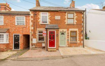 3 Bedrooms Terraced House for sale in Frederick Street, Waddesdon, Bucks, England