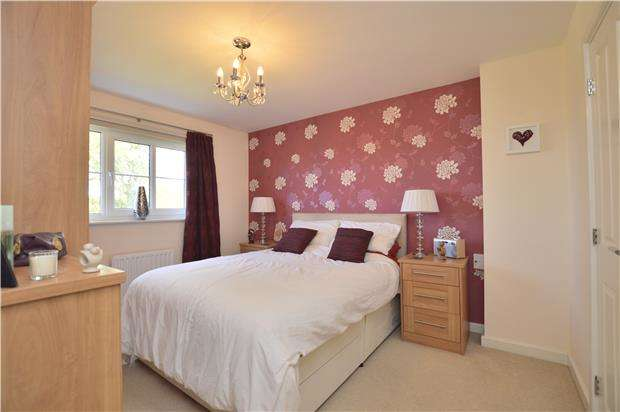 3 Bedrooms Semi Detached House for sale in Collyberry Road, Woodmancote, GL52
