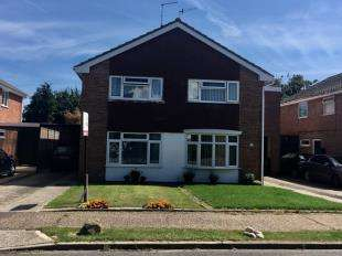 3 Bedrooms Semi Detached House for sale in Tangmere Gardens, Bognor Regis