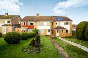 3 Bedrooms Semi Detached House for sale in Views Wood Path, Uckfield, East Sussex, Uk