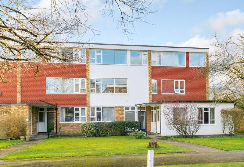 2 Bedrooms Maisonette Flat for sale in Addlestone