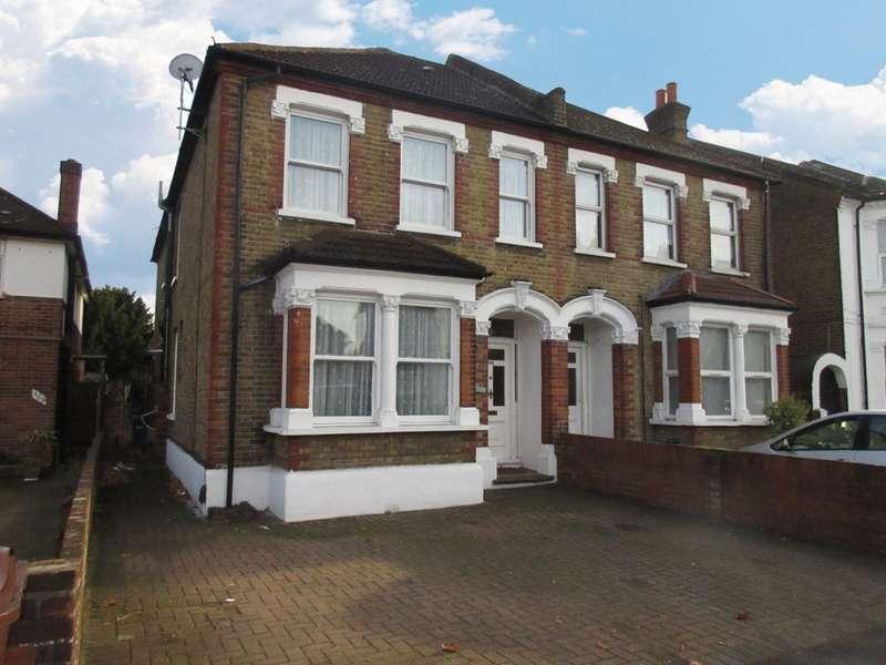5 Bedrooms Semi Detached House for rent in Hanworth Road, Hounslow, TW3