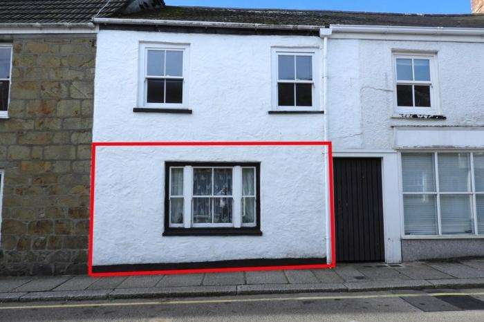1 Bedroom Flat for sale in Ground Floor Flat, 36, Church Street, HELSTON, TR13