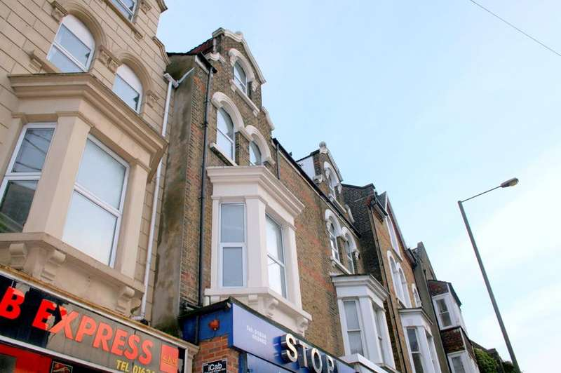 4 Bedrooms Apartment Flat for rent in Railway Street, Chatham ME4