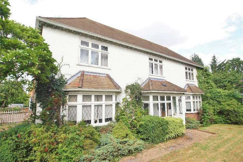 4 Bedrooms Detached House for sale in Den Close, Beckenham, Kent