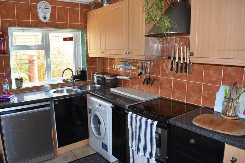 House Share for rent in Queensland Rd, Bournemouth