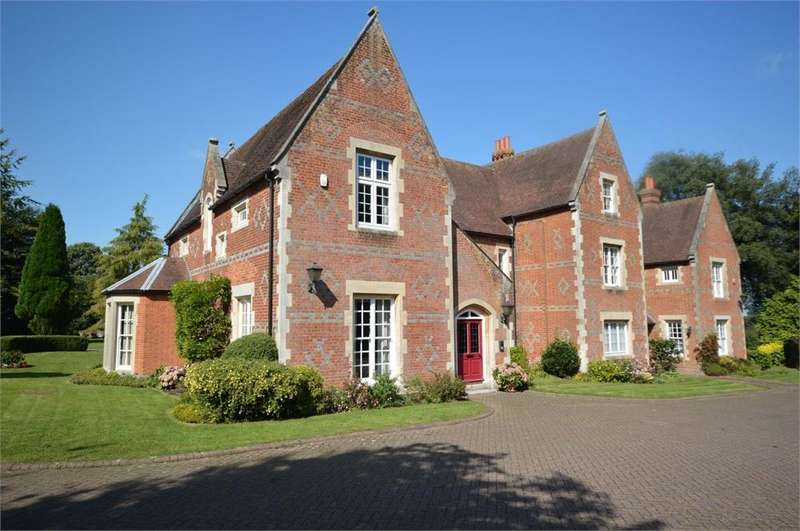 3 Bedrooms Flat for rent in Wrotham Road, Meopham