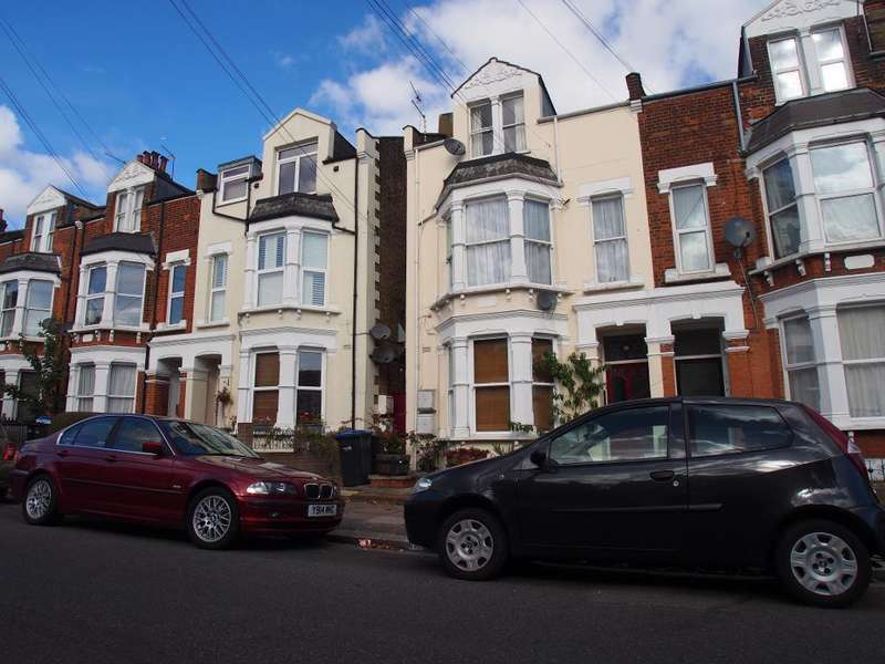 1 Bedroom Flat for sale in Park Avenue, Palmers Green, N13 5pf