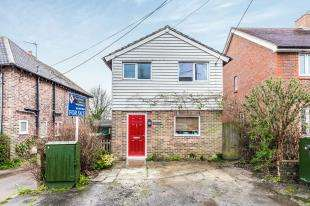 3 Bedrooms Detached House for sale in Gordon Road, Buxted, Uckfield, East Sussex