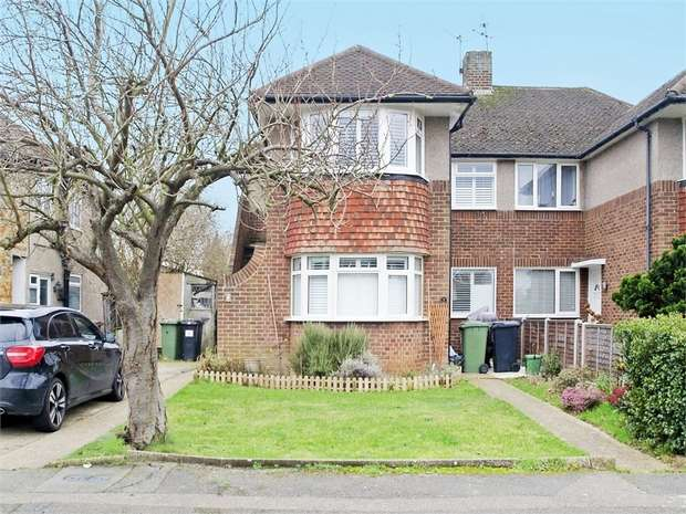 3 Bedrooms Maisonette Flat for sale in Stanton Close, West Ewell