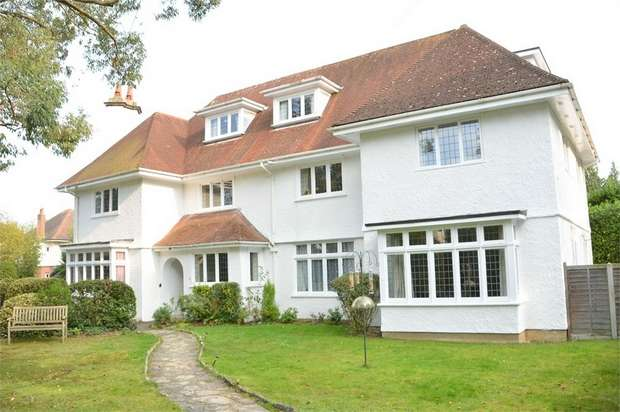 2 Bedrooms Flat for sale in Stirling Road, Talbot Woods, Bournemouth