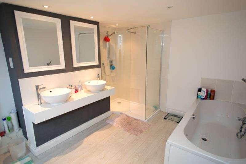 4 Bedrooms Semi Detached House for rent in Worcester Parade, Kingsholm, Gloucester, GL1 3AR