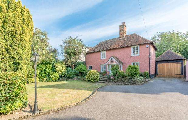 4 Bedrooms Detached House for sale in Midde Stree, Nazeing EN9