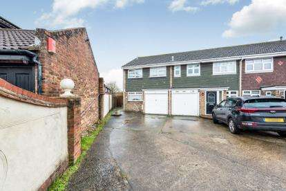 3 Bedrooms End Of Terrace House for sale in Rise Park, Romford, Havering