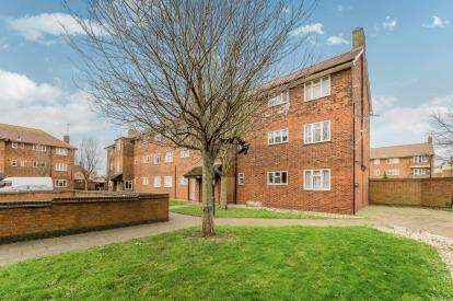 1 Bedroom Flat for sale in South Ockendon, Essex, England