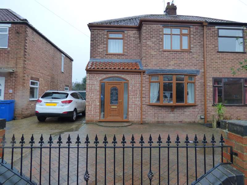 3 Bedrooms Semi Detached House for sale in Copandale Road, Beverley, HU17 7BW