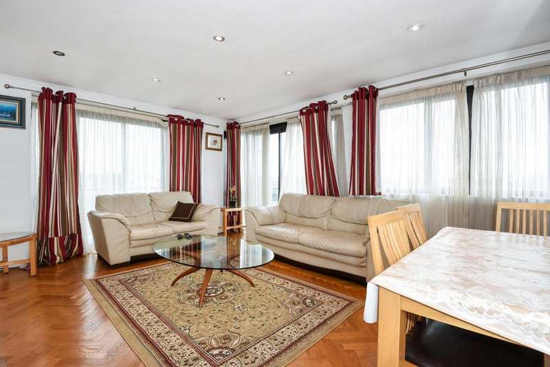 3 Bedrooms Flat for sale in Earls Court Road, London