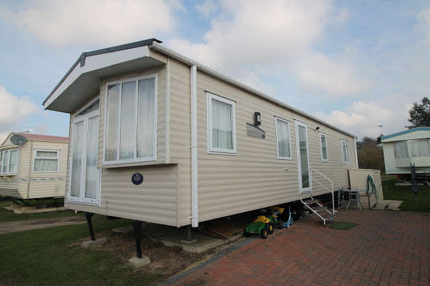 2 Bedrooms Property for sale in Oaklands Holiday Park, Colchester Road, Clacton-on-sea, CO16