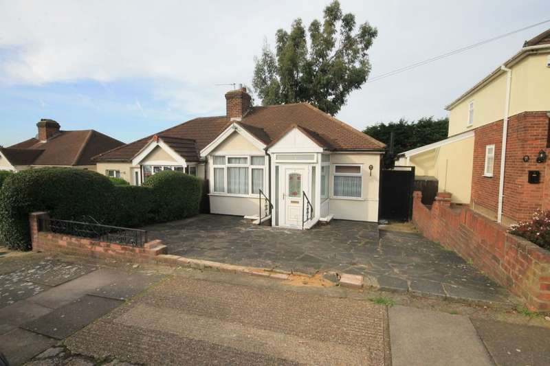 2 Bedrooms Semi Detached Bungalow for sale in Fontayne Avenue, Romford, RM1
