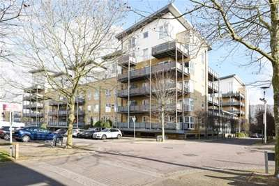 2 Bedrooms Flat for rent in Metropolitan Station Approach, Watford, WD18