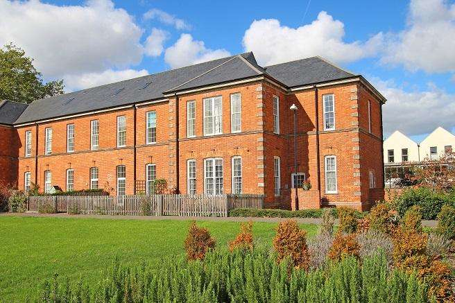 1 Bedroom Apartment Flat for sale in Longley Road, Chichester PO19