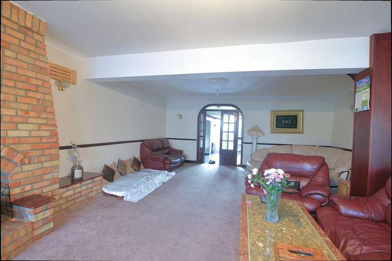 5 Bedrooms End Of Terrace House for sale in Wilmington Gardens, Barking IG11