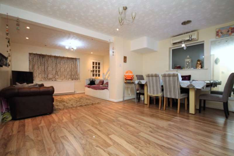 3 Bedrooms Semi Detached House for rent in Dunton Road, Romford, RM1