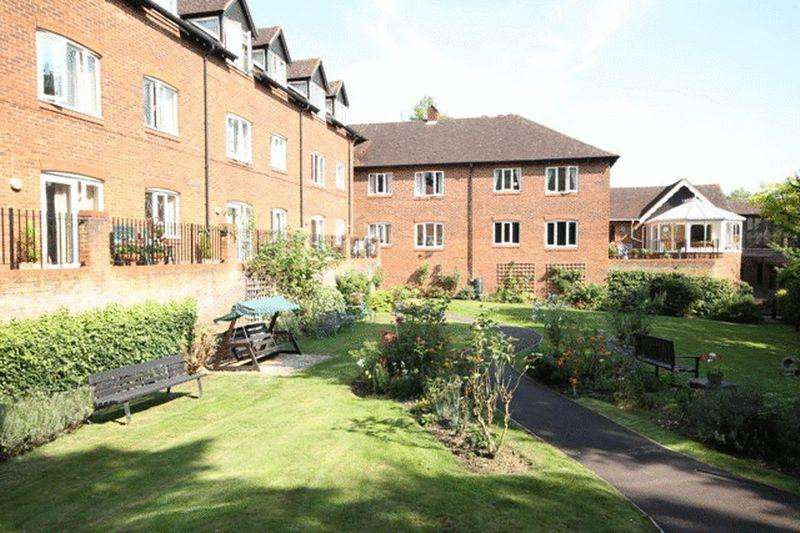1 Bedroom Apartment Flat for sale in LEATHERHEAD - HOLLY COURT