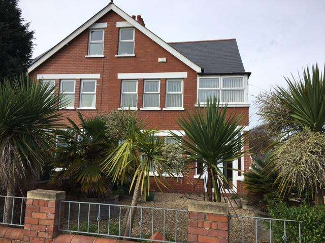 4 Bedrooms Semi Detached House for sale in The Parade, Barry