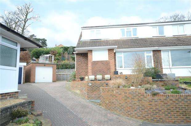 3 Bedrooms Semi Detached House for sale in Harts Leap Close, Little Sandhurst, Berkshire