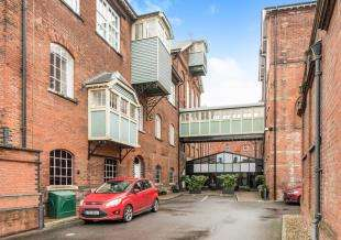 3 Bedrooms Flat for sale in The Brewhouse, Court Street, Faversham, Kent