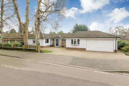 4 Bedrooms Bungalow for sale in Taylors Ride, Leighton Buzzard, Bedfordshire