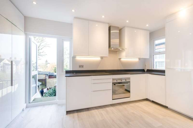 2 Bedrooms Flat for sale in Roundwood Road, Willesden, NW10
