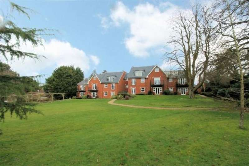2 Bedrooms Flat for rent in Crableck Lane, Sarisbury Green, Southampton, SO31