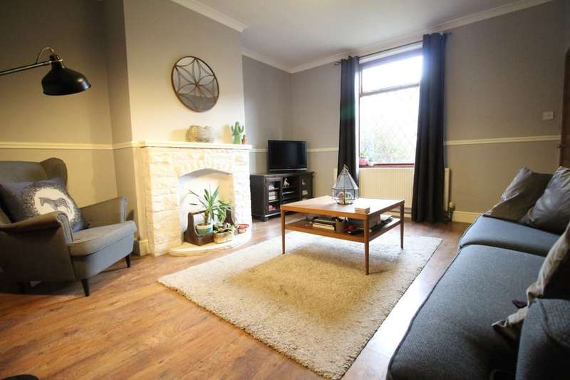 2 Bedrooms Terraced House for sale in Park Square, Ossett, WF5