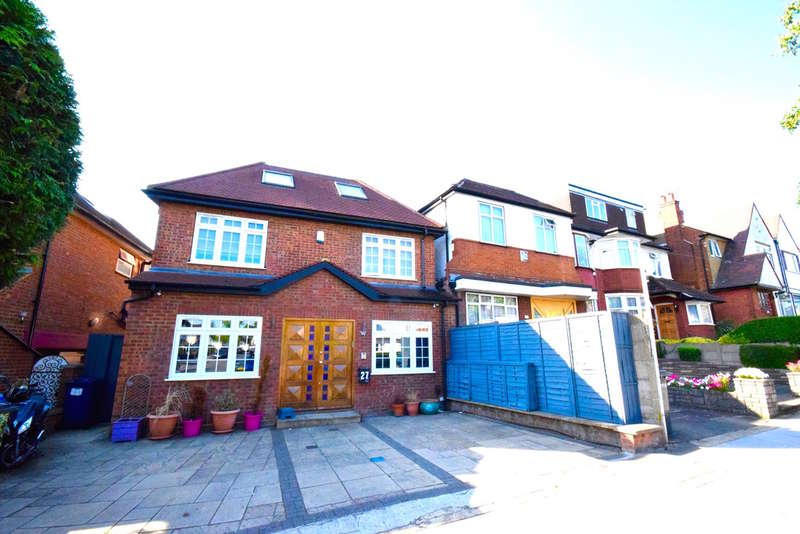 4 Bedrooms Detached House for sale in PRINCES PARK AVENUE, GOLDERS GREEN, LONDON, NW11