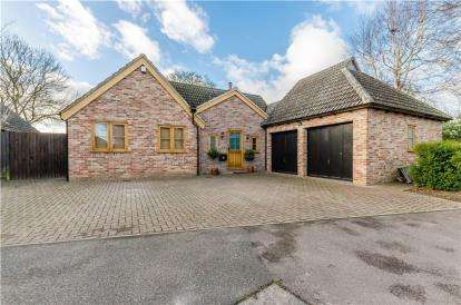 3 Bedrooms Bungalow for sale in Great Shelford, Cambridge