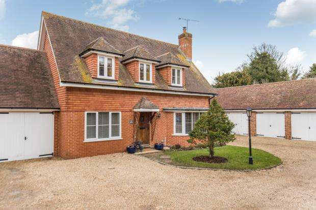 4 Bedrooms Link Detached House for sale in Cobbett Hill Road, Guildford, Surrey