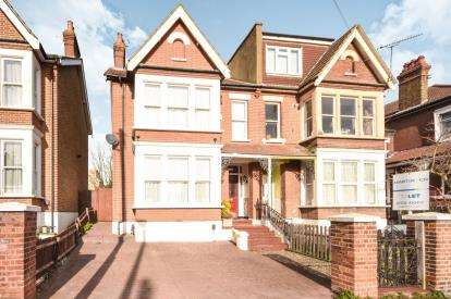 5 Bedrooms Semi Detached House for sale in Southend-On-Sea, Essex