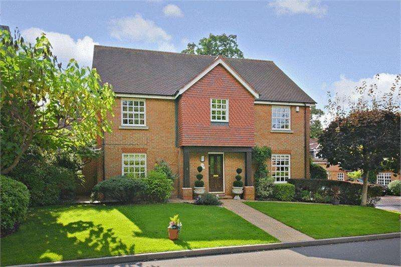 5 Bedrooms Detached House for sale in May Gardens, Borehamwood