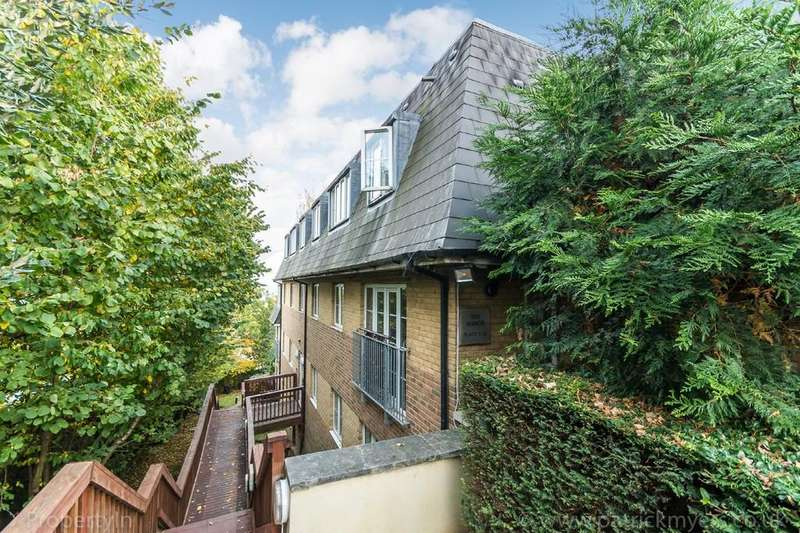 2 Bedrooms Flat for sale in The Manor, Manor Way, SE23
