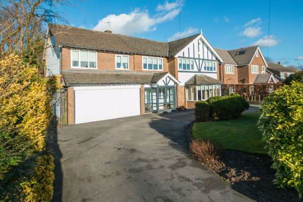 5 Bedrooms Detached House for sale in Eyebrook Road, Bowdon