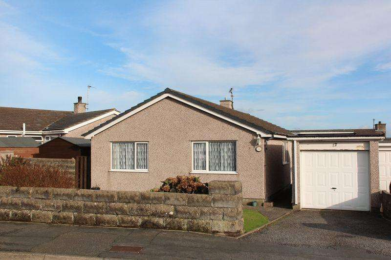 3 Bedrooms Detached Bungalow for sale in Cae Braenar, Holyhead